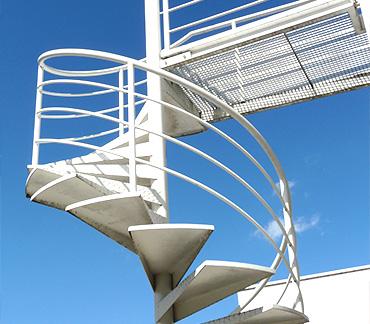 escaleras-metalicas-exterior-terraza-barcelona-cerrajeria-construgama-cornella-2