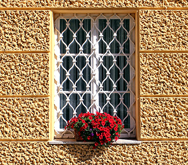 rejas-de-hierro-de-seguridad-decorativas-cerrajeria-construgama-cornella-barcelona