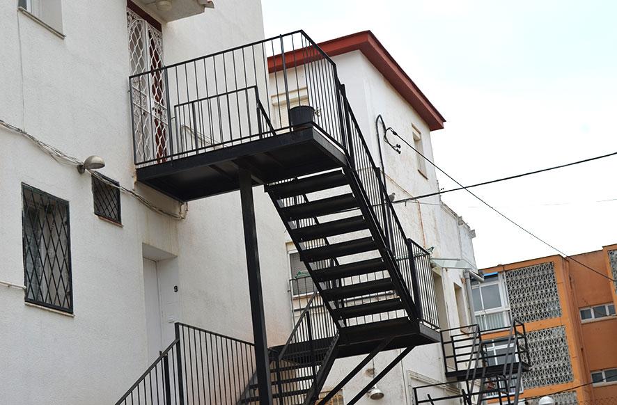 Escalera met licas para interiores y exteriores en for Gradas metalicas para casas