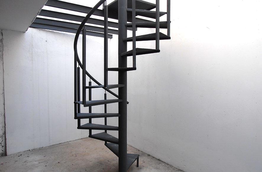 Escalera met licas para interiores y exteriores en for Escaleras interiores de hierro