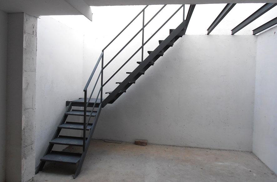 Barandas de escaleras metalicas escaleras with barandas for Escalera exterior de acero galvanizado precio