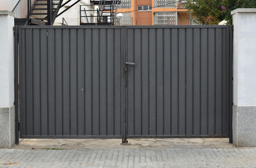 Puertas para met licas de hierro o acero inoxidable para for Puertas de chapa para exterior
