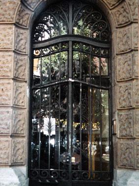 puerta-de-forja-decorativa-para-comunidades-cerrajeria-construgama