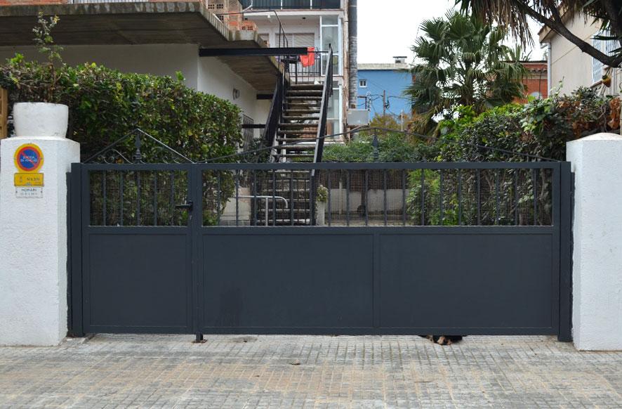 Puertas metalicas exterior awesome puertas enrollables for Puertas metalicas exterior