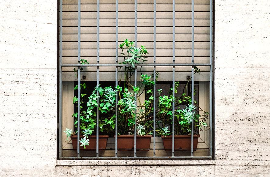 rejas-de-hierro-de-seguridad-cerrajeria-construgama-barcelona